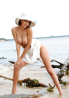 Suzanna A in Palmiye (nude photo 9 of 16)