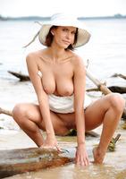Suzanna A in Palmiye (nude photo 16 of 16)