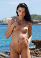 Sapphira A in Kallu (nude photo 8 of 16)