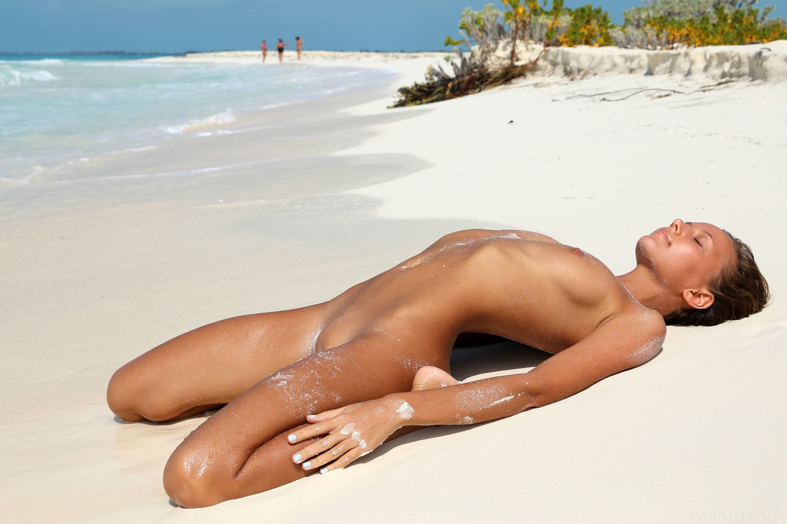 сразу девушка голая загорает этой интернет странице