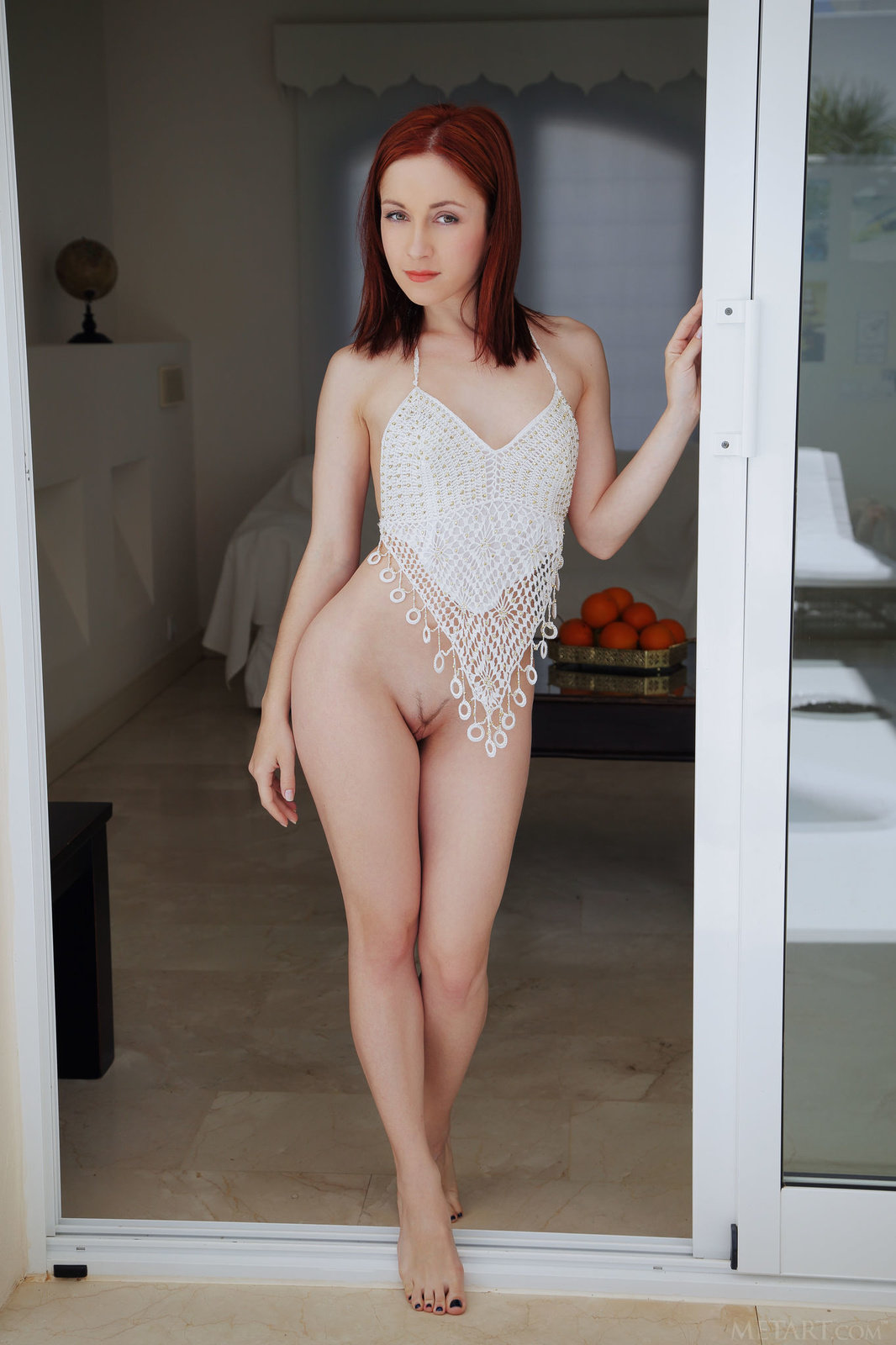 83net young naked[