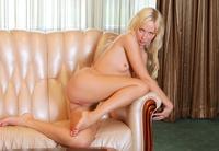 Perky erotic blonde Alex (nude photo 5 of 18)
