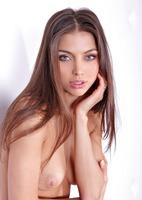 Blue Eyed Fergie (nude photo 2 of 16)