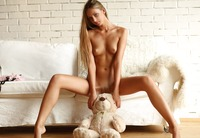 Beautiful teen poser Ksenya (nude photo 3 of 18)