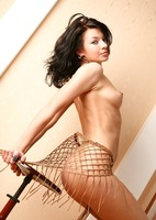 Stunning erotic brunette Larita (nude photo 13 of 18)