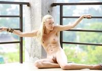 Sexy Blonde Liza (nude photo 3 of 18)
