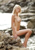 Mila posing nude on rocks (nude photo 7 of 18)