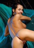 Teen erotic in the water (nude photo 7 of 18)