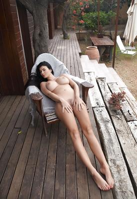 16 Pics: Lucy Li in Enplau by Met-Art