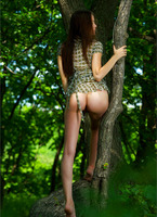 Amelie in The Emerald Forest (nude photo 4 of 12)