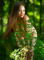 Amelie in The Emerald Forest (nude photo 10 of 12)