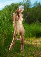Amelie in Harvest Gold (nude photo 10 of 12)