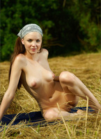 Amelie in Harvest Gold (nude photo 11 of 12)
