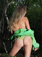 Sienna in Enchanting Debut (nude photo 4 of 12)