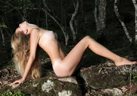 Sienna in Enchanting Debut (nude photo 9 of 12)