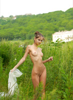 Anya Nude Outdoors (nude photo 11 of 12)