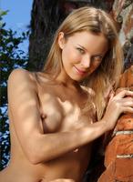 Artisa in Illumination (nude photo 12 of 12)