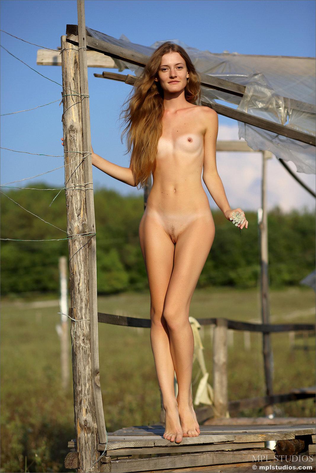 Claudia In Organic By Mpl Studios 16 Photos  Erotic Beauties-7413