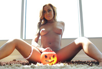 Horny babe Gianna Nicole gets more than candy for halloween (nude photo 8 of 16)