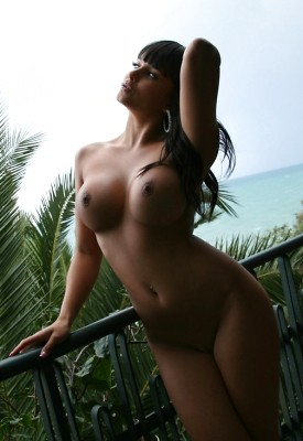 12 Pics: Sarah in Front View