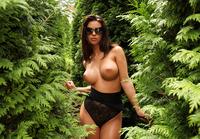 Vanessa in The Green Corner (nude photo 4 of 12)