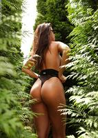 Vanessa in The Green Corner (nude photo 5 of 12)