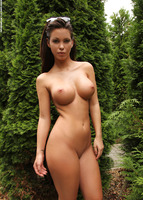 Vanessa in The Green Corner (nude photo 9 of 12)