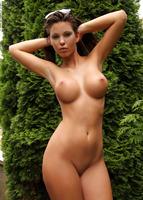 Vanessa in The Green Corner (nude photo 10 of 12)