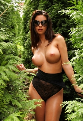 12 Pics: Vanessa in The Green Corner