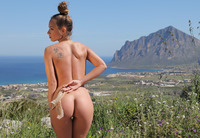 Vivienne in Panoramic (nude photo 2 of 12)