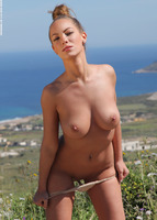 Vivienne in Panoramic (nude photo 11 of 12)