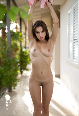12 Pics: Gloria Sol posing nude in high heels outdoors at Photodromm