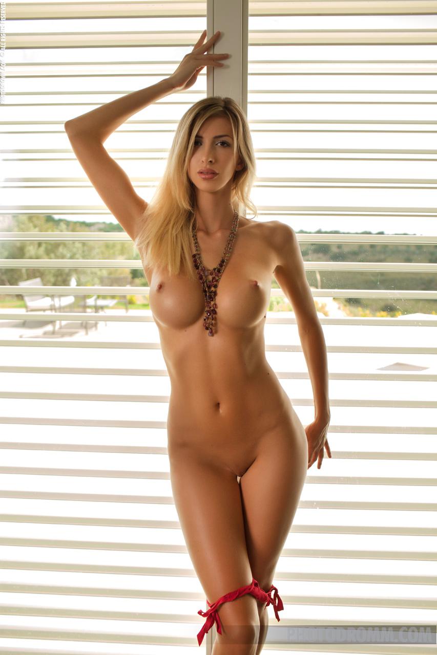 Sexy Nude Blonde Photos