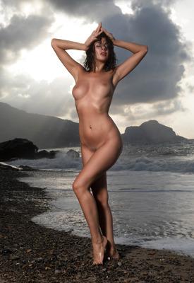12 Pics: Nadine in Black Beach by Photodromm