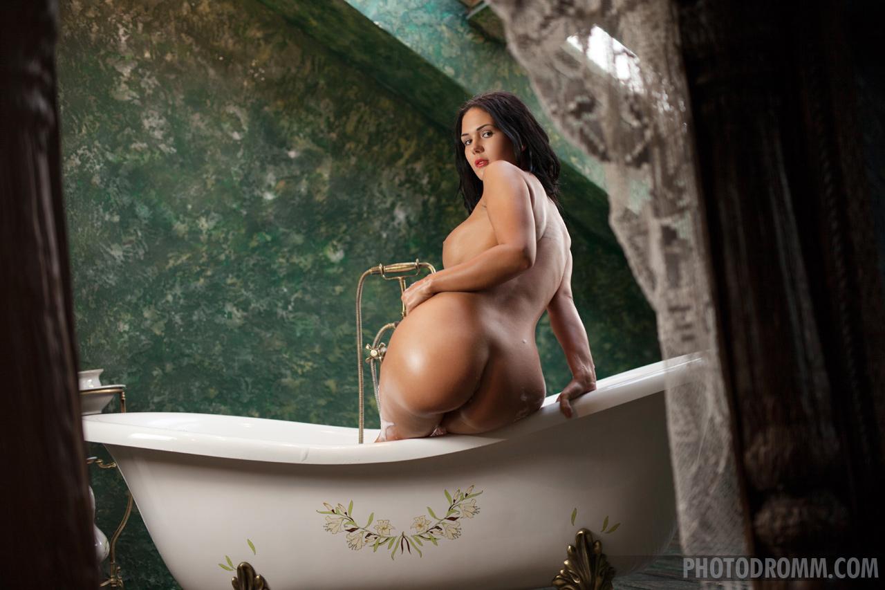 Nude women in bubble bath, female vulva website