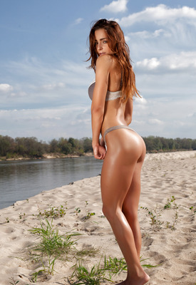 12 Pics: Rebecca in Along The River by Photodromm