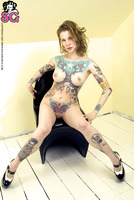 Sexy Suicide Girls play naughty (nude photo 8 of 16)