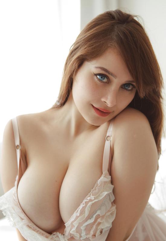Curvy Girls Nudes