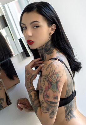 12 Pics: Alien in Love Will Tear Us Apart by Suicide Girls