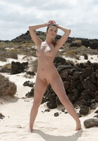 Sexy Brunette on Beach (nude photo 1 of 16)