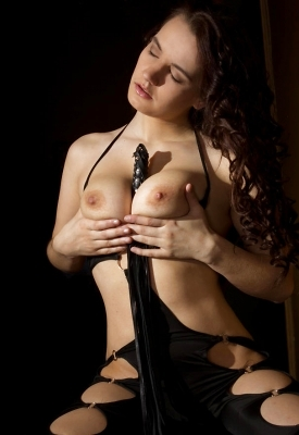 16 Pics: Katherina in Dark Side