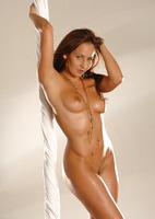 Chloe Posing Nude (nude photo 4 of 16)