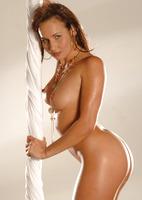 Chloe Posing Nude (nude photo 7 of 16)