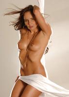Chloe Posing Nude (nude photo 12 of 16)