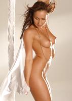 Chloe Posing Nude (nude photo 13 of 16)
