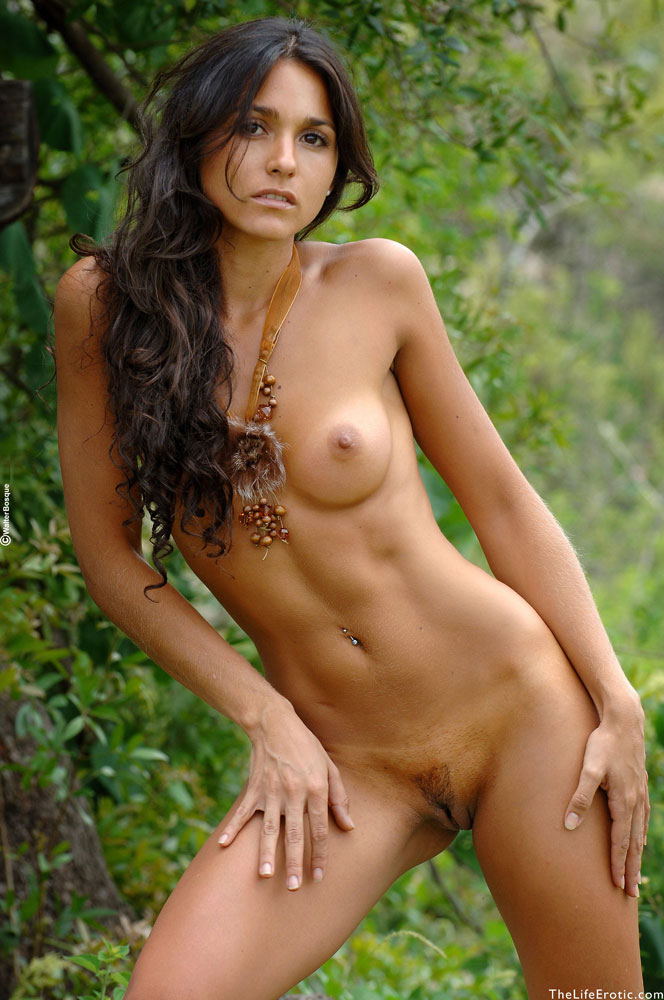 Hot nude womens in jungle — img 15