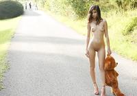 Nika in Bear (nude photo 2 of 16)