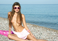 Maria in Nude on the Beach (nude photo 6 of 16)
