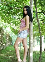 Sapphira in Vineyard (nude photo 1 of 16)