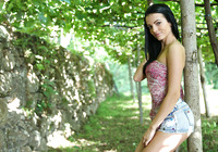 Sapphira in Vineyard (nude photo 2 of 16)